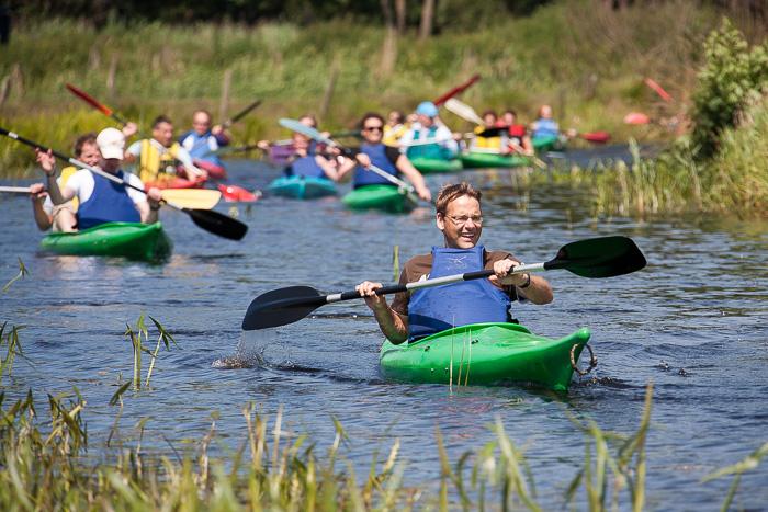 Personeelsuitje Friesland: Samen met je collegas maken jullie een prachtige kanotocht door Nationaal Park De Alde Feanen met onderweg ludieke opdrachten.
