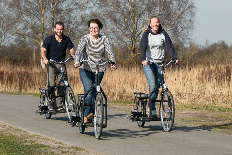 Nieuw vervoersmiddel een fiets met een lopende band.