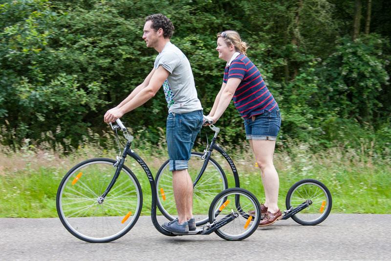Survival activiteit in Friesland Steppen op een Kickbike.