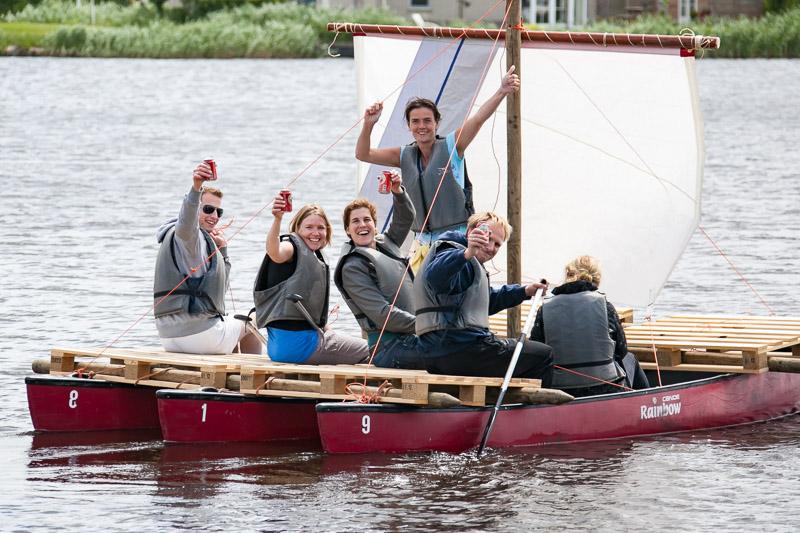 Teamuitje Friesland: samen een zeilvlotbouwen