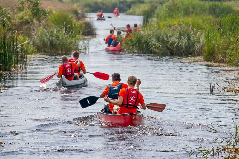 Groepsuitje kanoën Friesland